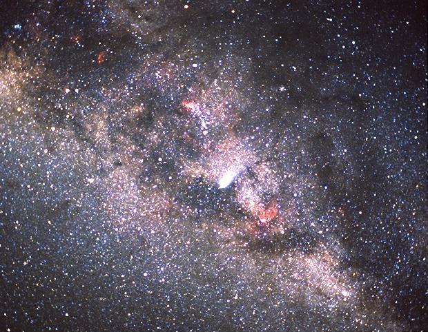 Vista del cometa Halley y de la Vía Láctea