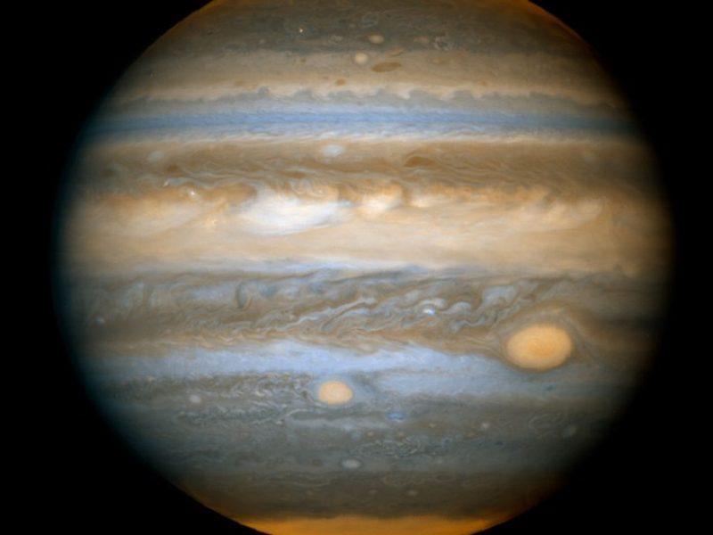 Imagen del telescopio espacial Hubble mostrando las dos manchas rojas de Júpiter